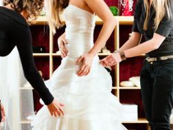 Braut bei einem Brautausstatter